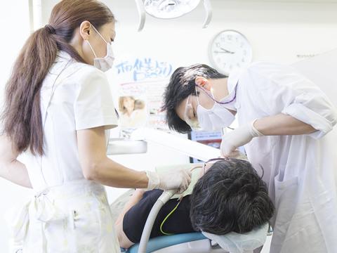 痛みや不快感を軽減するレーザー治療の導入